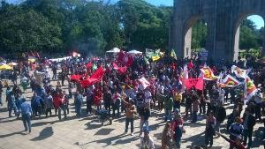 Porto Alegre am 1. Mai 2016: brasilianische Gewerkschaften gegen Rechtsputsch