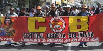 COB Demonstration gegen Schliessung eines staatlichen textilbetriebs, La Paz am 20.6.2016