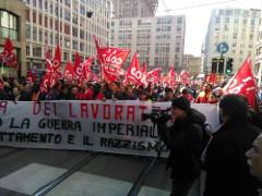 Solidaritätsdemonstration am 4. Juni 2016 in Mailand: Mit dem Kampf gegen das neue Arbeitsgesetz in Frankreich