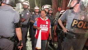 Festnahme des GM Gewerkschafters Mancha beim Protest gegen den olympischen fckellauf am 26.7.2016