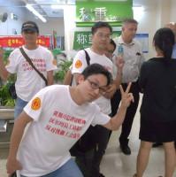 Belegschaftsprotest in einer chinesischen Walmartfiliale am 3.7.2016