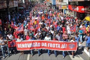 Daimler Belegschaft demonstriert gegen 2.000 Entlassungen am 17.8.2016 im brasilianischen Sao Bernardo