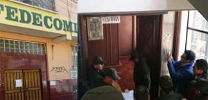 Bolivianische Polizei besetzt die Büros der Kooperativenvereingung Fencomin August 2016