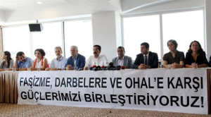 """""""Gegen Faschismus, Putsch und Ausnahmezustand vereinen wir unsere Kräfte"""" - Pressekonferenz progressiver Gewerkschaften, Parteien und Verbände am 11. August 2016 in Ankara"""