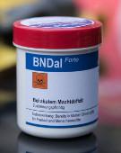 Wirkstoff: Terrorangst. Digitalcourage verteilt Placebo-Pillen BNDal forte an Parlamentarier*innen