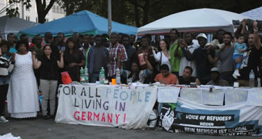 Non-Citizens besetzen Sendlinger Tor Platz in München