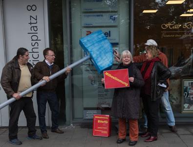 Mitbestimmung nicht unter den Hammer! Welttag der menschenwürdigen Arbeit – Solidaritätsaktion für die Kolleg_innen von Technoform Extrusion Toolings (TET) in Kassel
