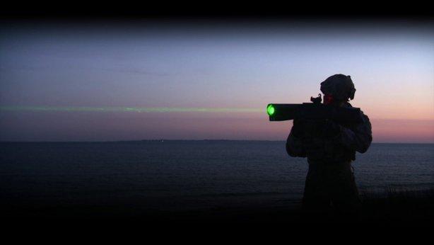 Forderungen erfüllt: Neue Waffen für Frankreichs Polizei - hier ein Laser-Blendgewehr aus dem Oktober 2016