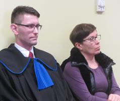 Die Hebamme Barbara Rosołowska und ihr Anwalt vor dem polnischen Arbeitsgericht