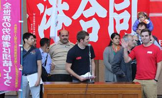 Kundgebung am 6. November in Tokio: Helmut Weiss (LabourNet Germany) 2. von rechts
