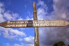 """""""Für jeden Toten rufen wir lauter: Agragreform Jetzt!"""" Inschrift der Landlosenbewegung Brasiliens, MST"""
