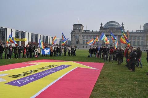Banneraktion vor Berliner Reichstag