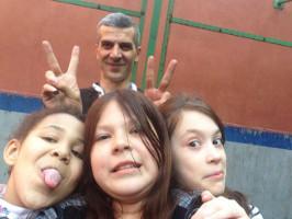 Schülerinnen einer inzwischen von Moskauer Behörden geschlossenen privat organisierten Schule für Flüchtlingskinder