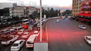 Verkehr vor bestreiktem Krankenhaus in Nairobi am 6.12.2016