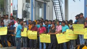 Streikende Hafenarbeiter in Sri Lanka am 13.12.2016