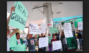 Eine von über 1.000 Besetzungen von Tankstellen am 3.1.2017 in Mexiko beim Protest gegen Benzinpreiserhöhung