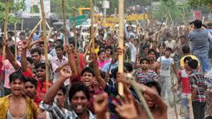 Streikende Textilarbeiter in Bangladesch im Dezember 2016
