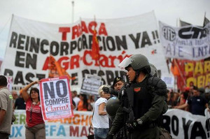 Im Kampf gegen Clarin: Strassenblockade in Buenos Aires am 9.2.2017