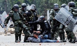 Kolumbianischer Polizeieinsatz vor dem neuen Polizeigesetz: Ab Februar 2017 darfs ein bisschen härter sein