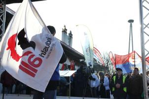 Gewerkschaftsprotest gegen Entlassungen im ungarischen Fritzwerk am 24.1.2017