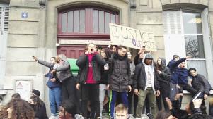 Blockierte Schule in Paris - Protest gegen Polizeirassismus 23.2.2017
