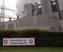 """""""Braunkohle für unsere Zukunft"""" - ver.di-TRansparent vor dem Kraftwerk-Niederaussem"""
