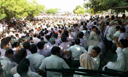 Solidaritäts-Streik der Maruti Beschäftigten am Vorabend der Verkündung des Urteils gegen die 148 Angeklagten - am 9.3.2017 beteiligten sich 25.000 KollegInnen