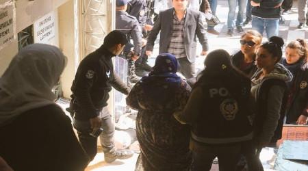 Polizeiüberfall auf Frauendemo am 4.3.2017 in Sanliurfa (Kurdistan)