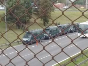 Argentinische Polizei marschiert auf - um die VW Geschäftsleitung gegen Proteste abzusichern. 24. Februar 2017