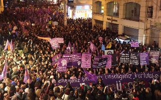 """Frauendemo Istanbul 8. März 2016 - dieses Jahr 2017 soll es """"so etwas"""" nicht noch einmal geben, sagt Erdogan"""