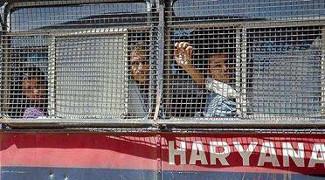 """Indien: Nach dem Urteil """"lebenslänglich"""" werden die 13 Gewerkschafter am 17.3.2017 ins Gefängnis gebracht"""