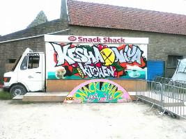 Eine Solidaritätsorganisation im belgischen Flüchtlingslager La Liniere versucht, wenigstens die katastrophale Essenssituation zu verbessern - Februar 2017