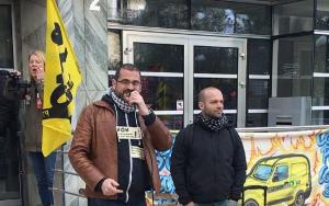 Gael (rechts) vor dem Prozess am 28.3.2017
