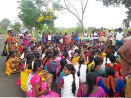 Streikende Arbeiterinnne beim deutschen Texilunternehmen Slam in Indien 10.5.2017