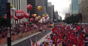 Die CUT am 1.5.2017 auf der verbotenen Avendia Paulista - sieht nicht nach Rückzug aus...