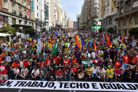 Zahlreiche Gruppierungen bildeten den Kampfblock auf dem Madrider Würdemarsch am 27.5.2017