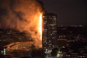 Feuer im Londoner Hochhaus 14.6.2017 - die MiterInnen hatten gewarnt