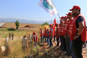 Streikposten bei AKG Thermotechnik in Izmir gegen Gewerkschafter-Entlassungen am 12.6.2017