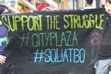 Solidaritätsaktionen in vielen Städten Europa mit City Plaza und anderen Besetzungen