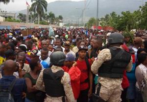 Polizei gegen streikende Textilarbeiter in Haiti - auf Weisung der US Botschaft?