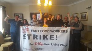 Die Organisatoren des ersten McDonalds Streiks in London am 16.8.2017 nach der erfolgreichen Urabstimmung