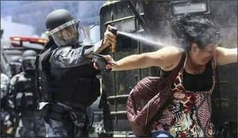 Erneuter Polizeiüberfall auf die Lehrerdemo in Lima, Peru, am 21.8.2017
