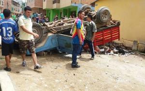 Bergarbeiter im kolumbianischen segovia bauen Barrikaden gegen Sondereinheiten der Polizei im August 2017