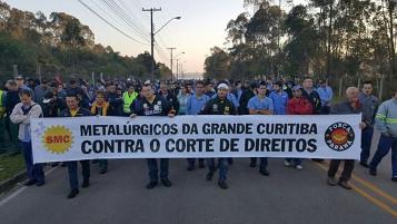 In Curitiba beteiligten sich am 14.9.2017 die Metaller des FS Verbandes - im Gegensatz zu ihrer Verbandsleitung - an den Protesten gegen das neue Arbeitsgesetz