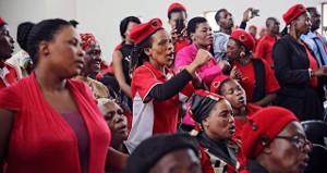 Protestversammlung gegen Überfall auf Wohnungsaktivisten Südafrika 4.9.2017