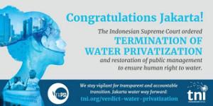 Plakata feiern das Ende der Wasserprivatisierung in Indonesien im Oktober 2017