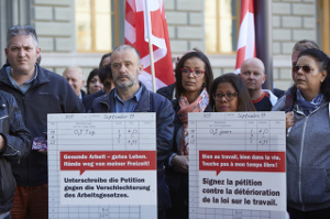 Unia in Aktion gegen die Attacke des schweizerischen Gewerbeverbandes auf die Arbeitsbedingungen im November 2017