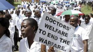 Streikende ÄrztInnen demonstrieren in Kampala am 11.11.2017