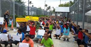 Gefängnislager Manus - Insassen protestieren gegen die Verlegung durch australische Behörden am 4.10.2017