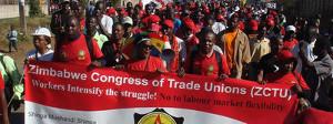 Der ZCTU auf der Ende Mugabe Demo in Harare am 18.11.2017